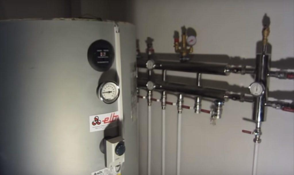 Вначале монтируется вся система отопления