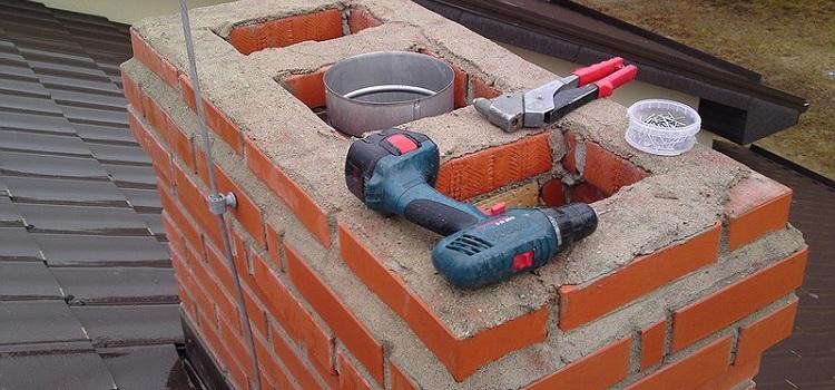 Переход с кирпичного канала на металлический может понадобиться и при устройстве нового дымоотвода, и при ремонте старого
