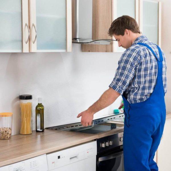 Установка плиты квалифицированным мастером