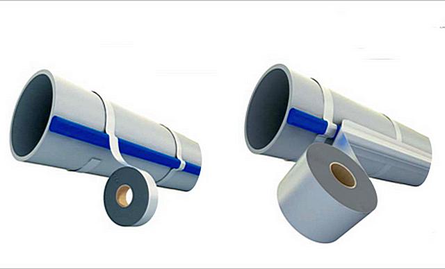Крепление саморегулирующегося нагревательного кабеля кстенке полимерной водопроводной трубы.