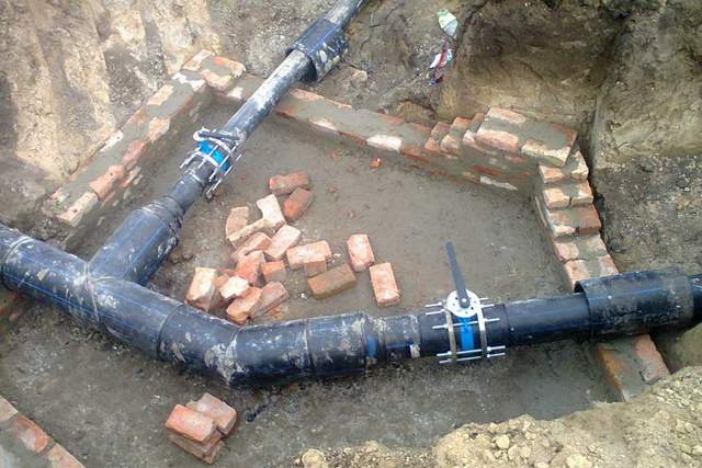 Водопроводные трубы в грунте должны отличаться высокой прочностью и химически инертностью.