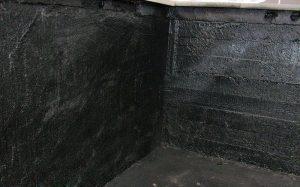 Шаг 8 – обмазка стенок мастикой