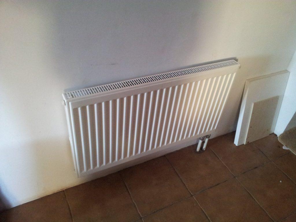 Подключать радиатор лучше на ранних этапах ремонта