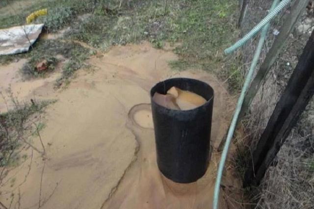 Сбор воды во время чистки скважины