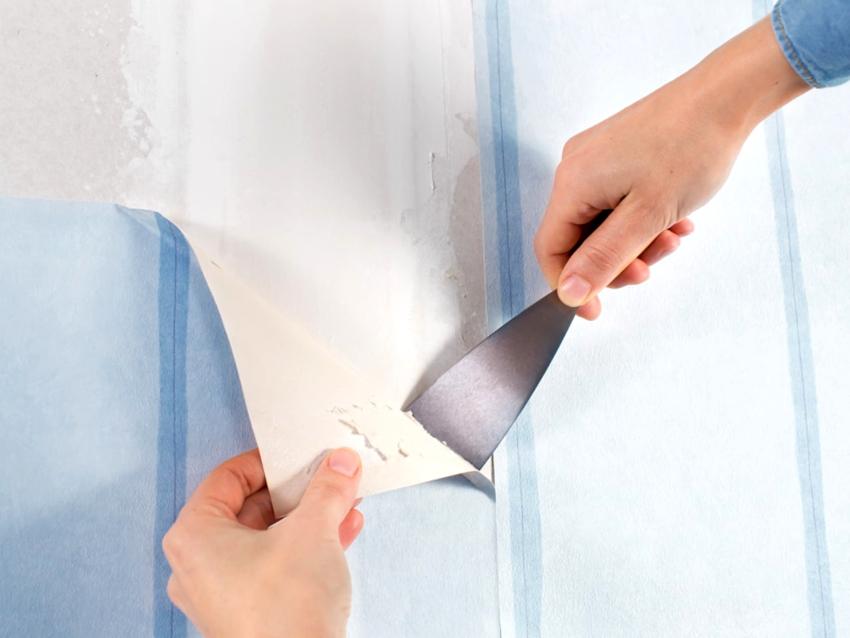 Стены и потолки необходимо предварительно очистить от старого покрытия