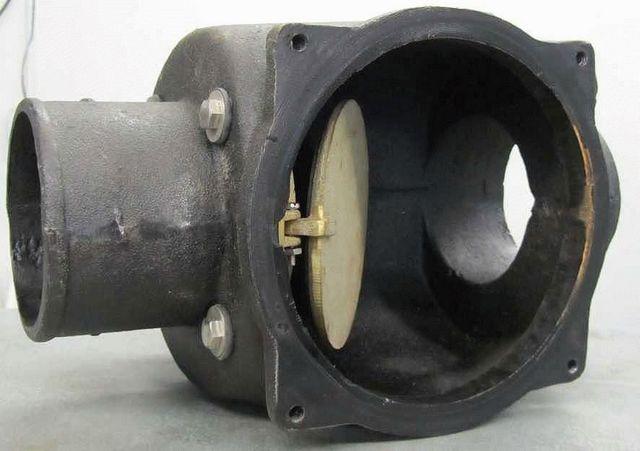 Обратный канализационный клапан в чугунном корпусе.