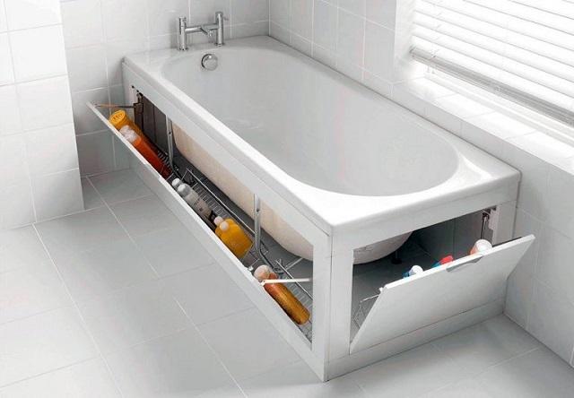 Пространство под ванной может использоваться с пользой. То есть быть зарытым хранилищем для необходимой в ванной комнате утвари, но при необходимости – обеспечивать быстрый доступ ко всем коммуникациям.