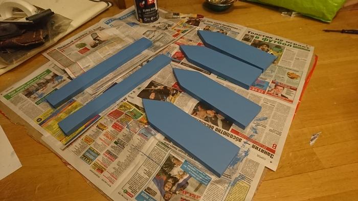 Заготовки окрашены синей краской