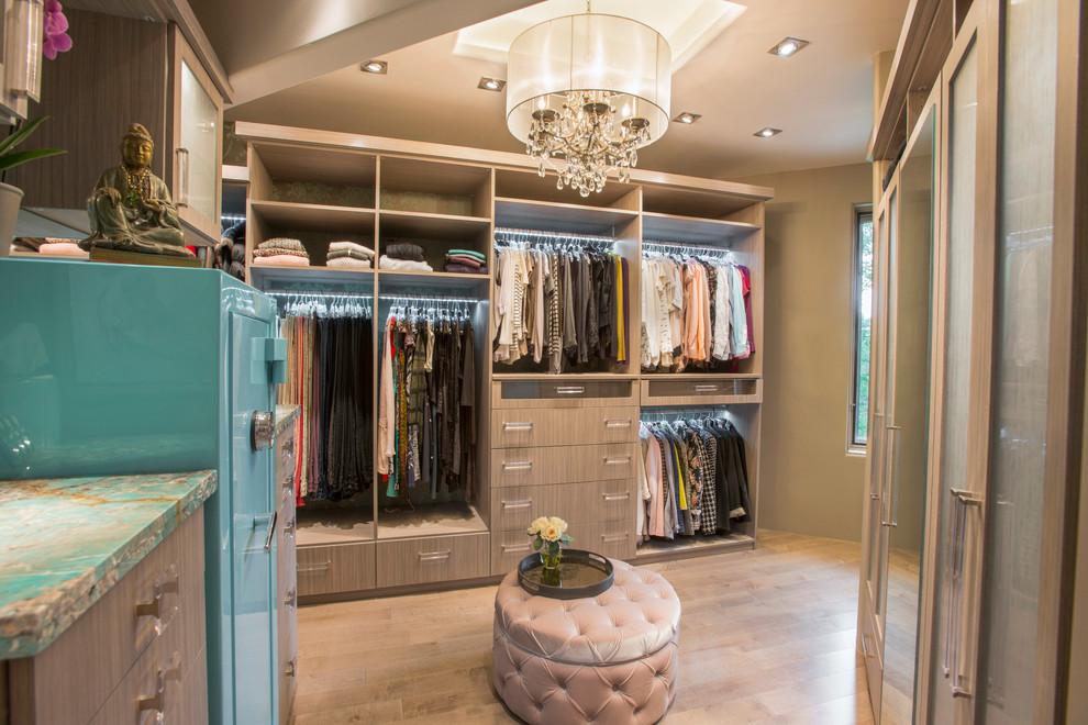Взломостойкий сейф в гардеробной. Когда попали в цвет