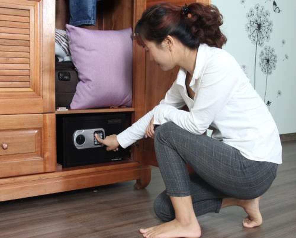 Мебельный сейф, встроенный в шкаф