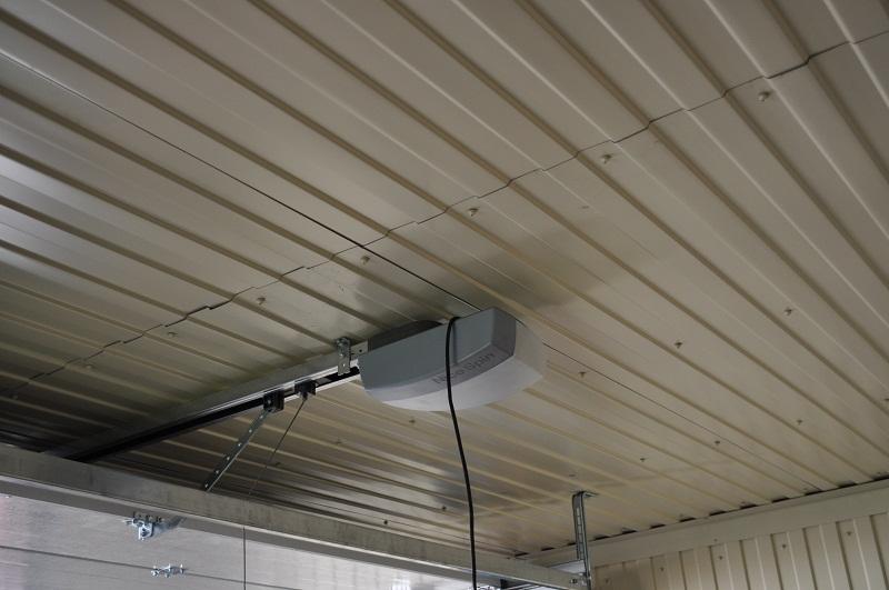 Обшивка потолка и стен профлистом