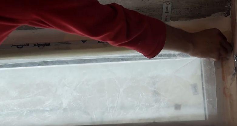 Оклейка окна защитной пленкой