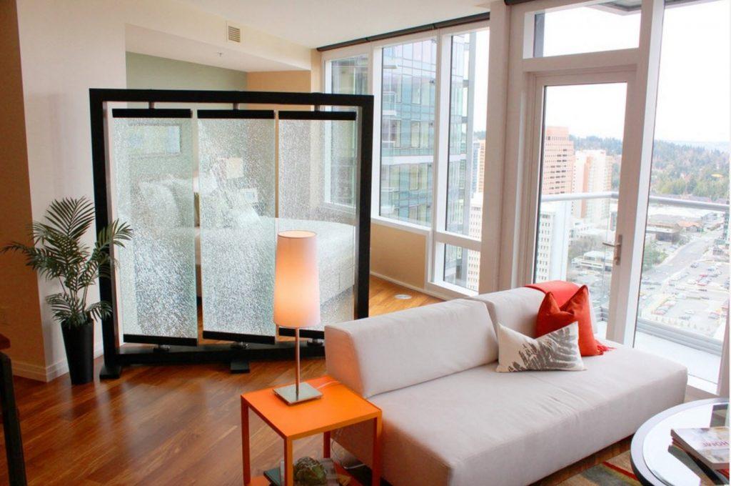 Ширма в маленькой квартире поможет уединиться и отдохнуть