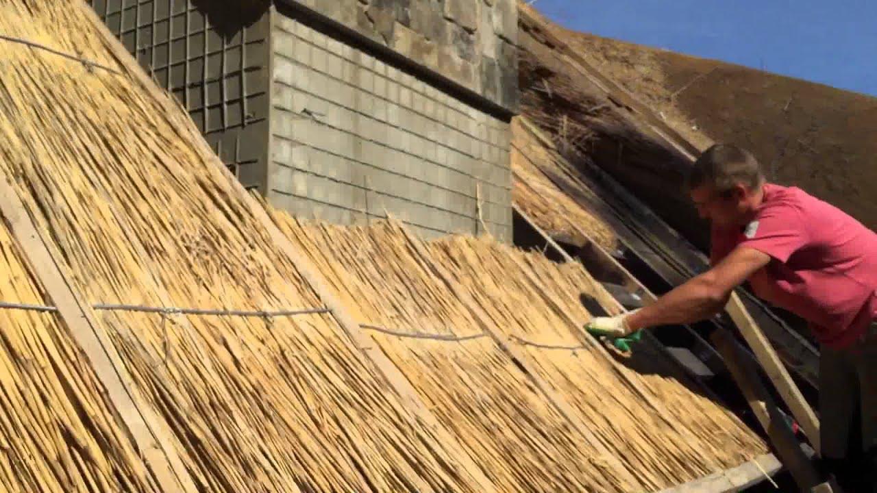 Камыш - это уникальный материал, который способен сохранить внутри дома тепло в самые суровые зимы и прохладу в жаркие летние дни