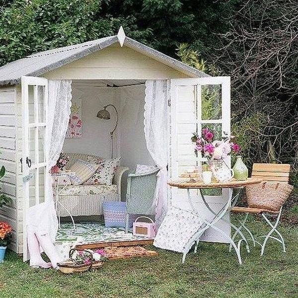 Можно превратить маленький старый сарай в уютный светлый домик