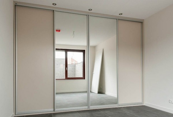 Чтобы увеличить пространство, устанавливайте шкафы со встроенными зеркалами