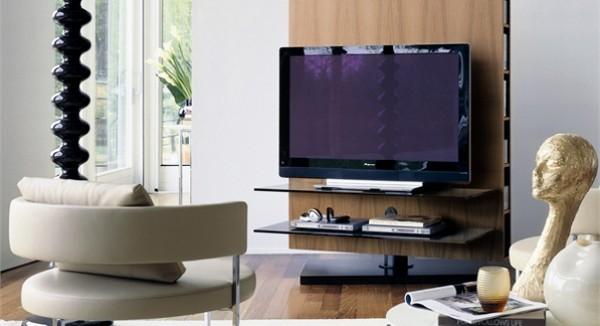 Стоит сначала определиться с расположением телевизора в комнате, а затем расставлять остальные предметы мебели