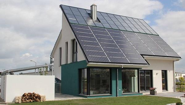 Чем больше будет площадь солнечных батарей, тем больше поступит в дом возобновляемой энергии