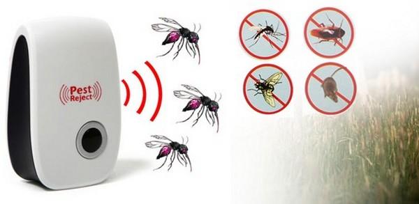 В последнее время стали популярны ультразвуковые отпугиватели, которые обычно имеют радиус действия в 8-12 метров. Ими можно пользоваться как дома, так и на природе