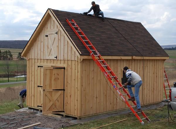 Особое внимание стоит уделить крыше – лучше сделать скатную
