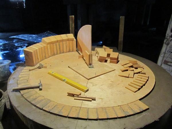 Стоит заранее подготовить все инструменты и материалы – если печь планируется сделать небольшой, сильно тратиться не придется