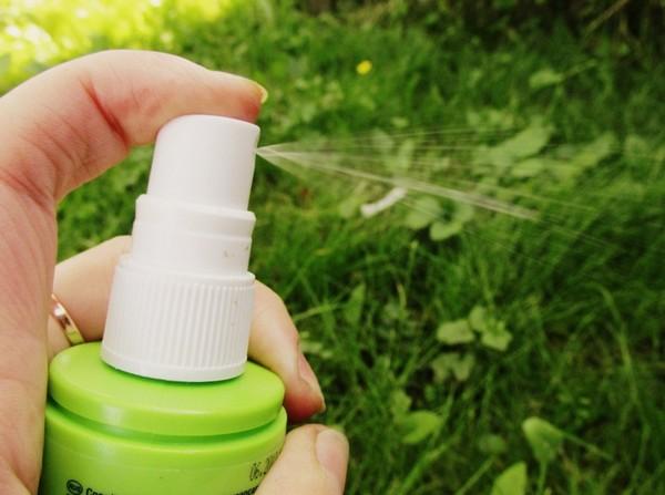 Для отпугивания от себя комаров можно использовать репелленты