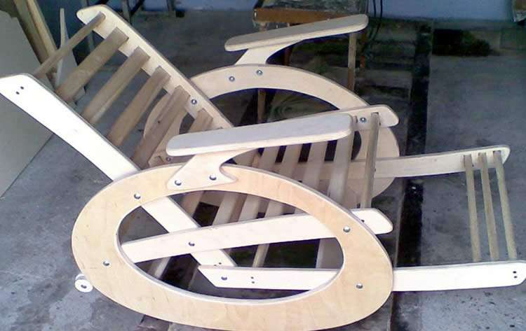 Кресло-качалка из доски и фанеры