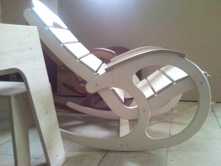 Кресло качалка — важный элемент дачи