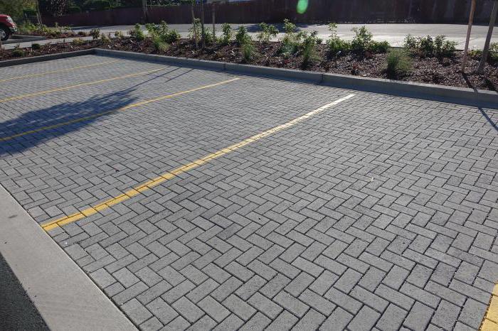 При укладке бетонной брусчатки соблюдается определенная технология