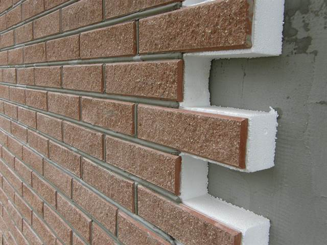 Широта и многообразие материалов для отделки стен поражают