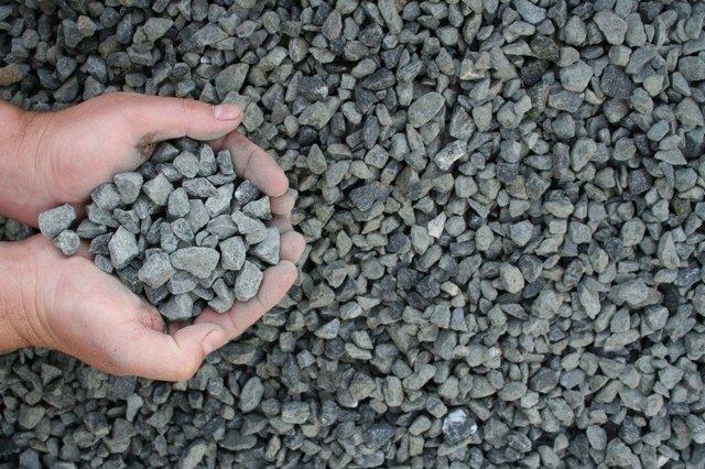 Гранитный щебень с фракцией 5÷20 мм — отличный материал для самостоятельной заливки фундамента.