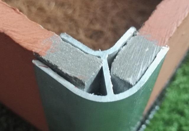 Один из вариантов углового соединения листов плоского шифера