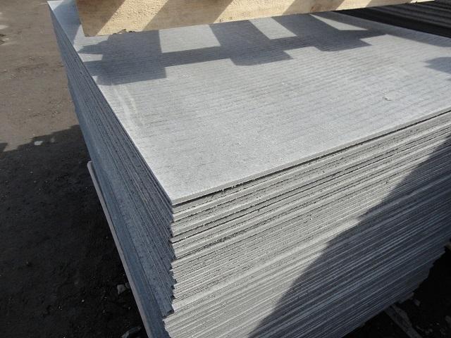 Прессованный плоский шифер имеет практически идеально гладкую поверхность