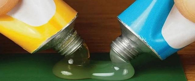 Смешивание двух компонентов между собой производится непосредственно перед применением состава