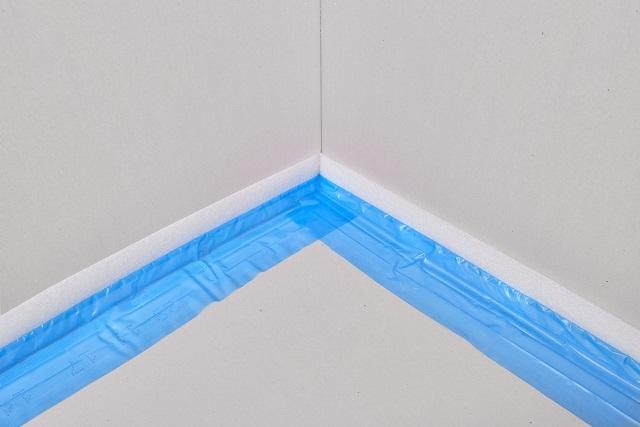 Разновидность демпферной ленты, хорошо подходящая для гидроизоляции углов по линиям стыка стен с полом
