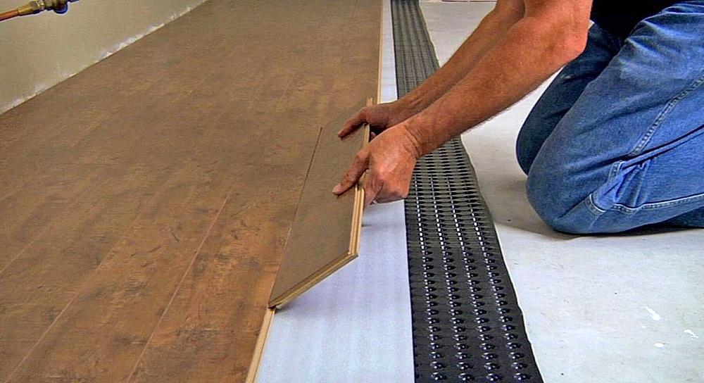 Монтаж инженерной доски на подложку, то есть по принципу «плавающего» покрытия
