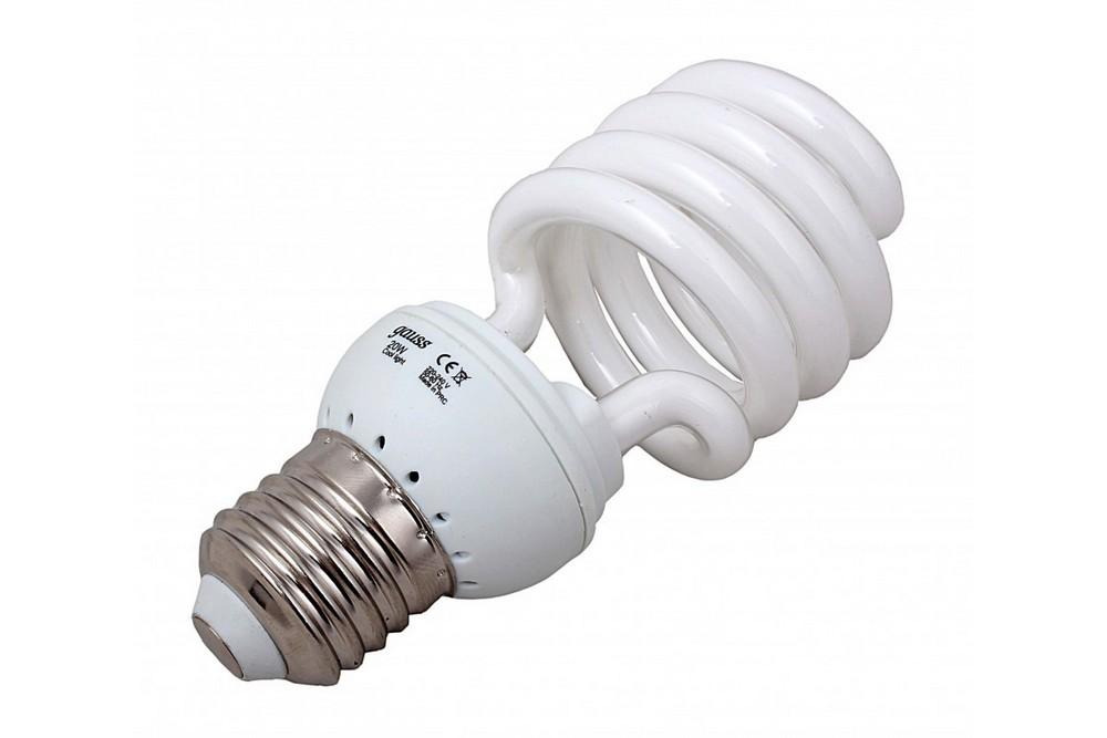 Компактные люминесцентные лампы под обычные патроны быстро завоевали популярность и заслужили название энергосберегающих. Как оказалось позднее, до настоящего энергосбережения им было еще далековато.