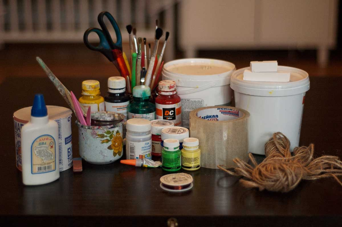 Материалы и инструменты, необходимые для создания папье-маше