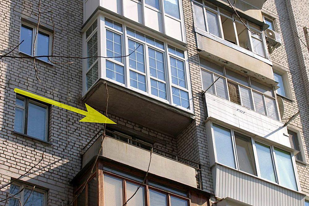 Хороший пример того, что окружение у балкона может быть разное.