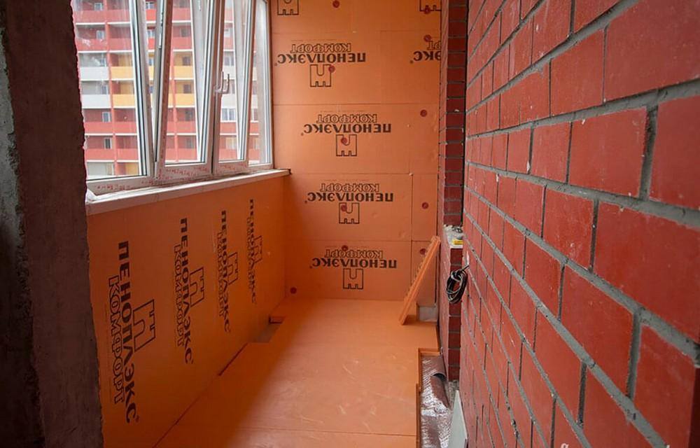 Плиты пеноплекса одинаково хороши и для стен, и для потолка, и для пола на балконе.