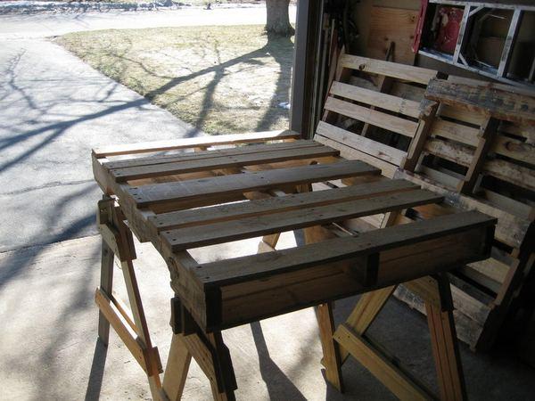 Вот такие поддоны я использовал для изготовления кресла