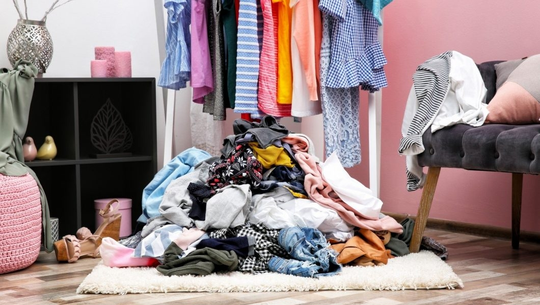 Переберите шкафы и наведите в них порядок