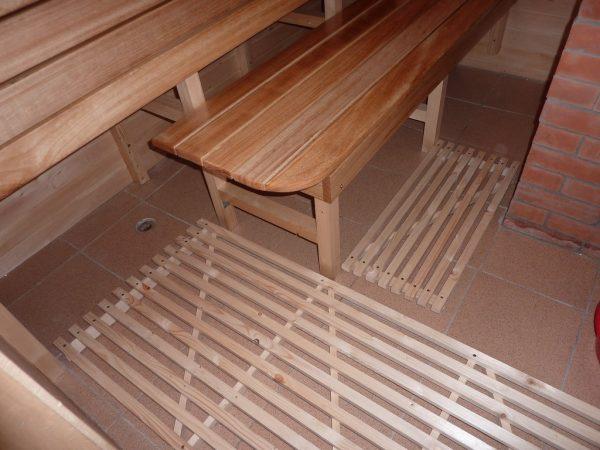 Практичный вариант устройства пола в бане – керамическая плитка