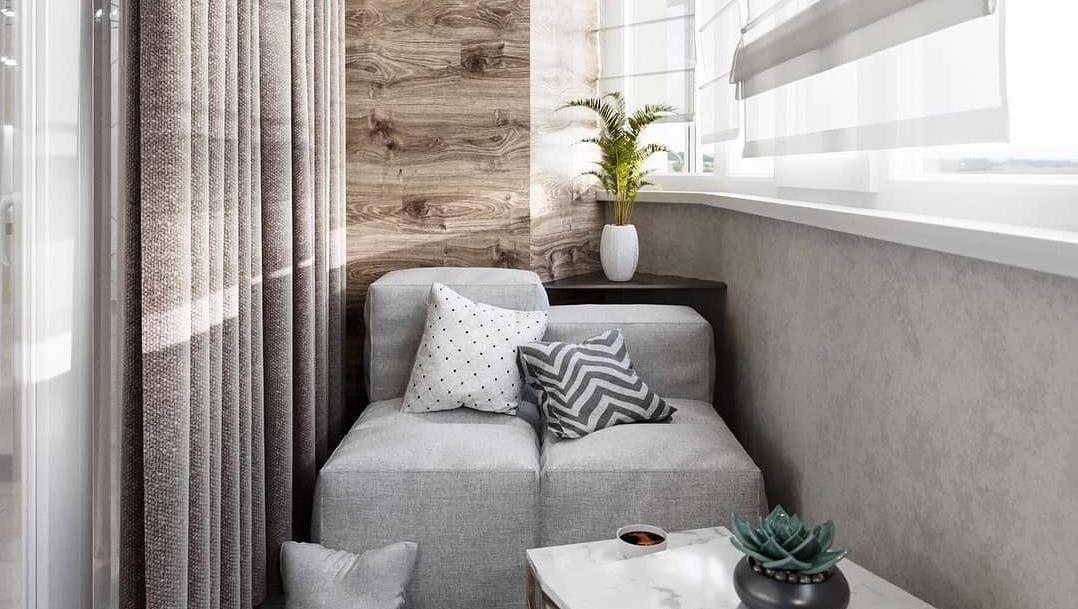 Если у вас остался ламинат — используйте его для отделки стен на балконе