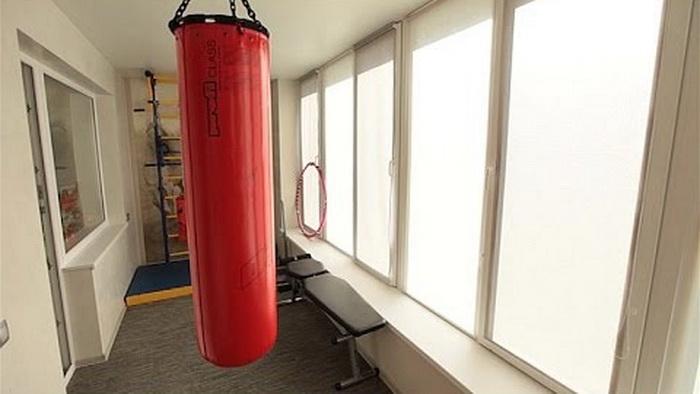 Ковролин под ногами — отличное решение для спортзала на балконе