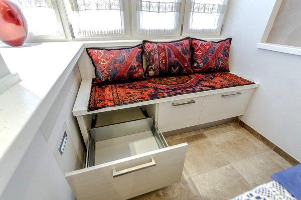 Шкафчик-диван с выдвижными ящиками