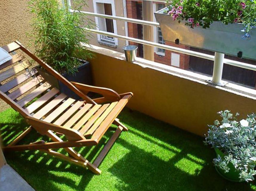 На таком балконе отдыхаешь как на зеленой лужайке