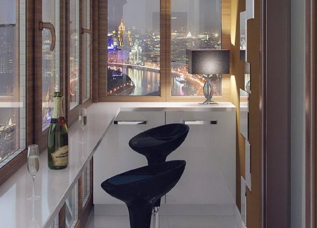 Балкон для тех, кто любит наблюдать за жизнью ночного города