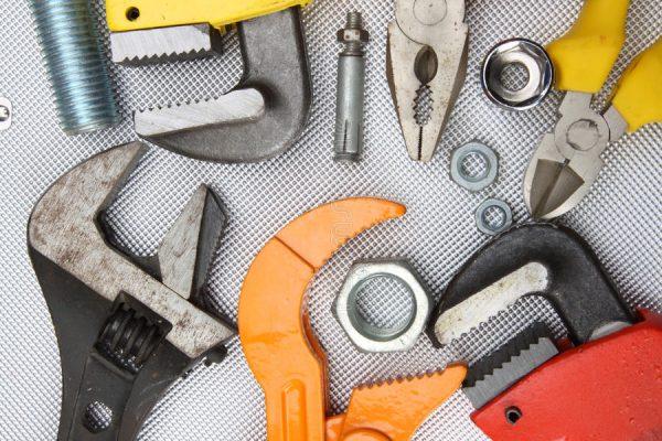 Разводные ключи используются для работы с болтами и гайками