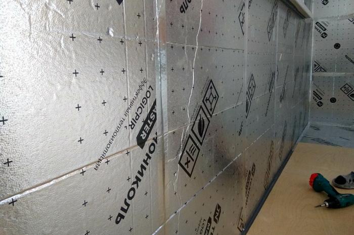 Стыки между PIR-плитами проклейте алюминиевым скотчем